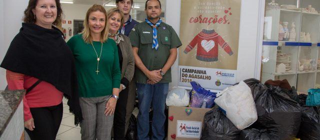 Escotismo de São Caetano entrega arrecadação para Campanha do Agasalho do Fundo Social