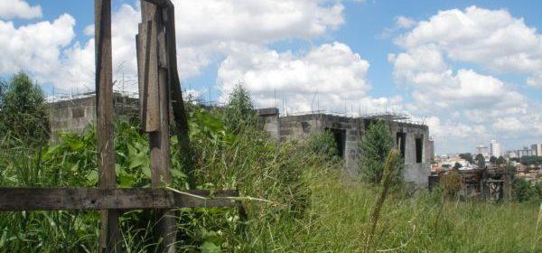 Decreto permite que Prefeitura transfira imóveis abandonados para o município